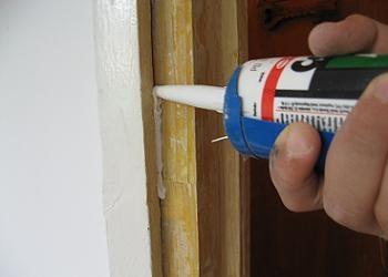 Repararea tocului de la usa furniruita
