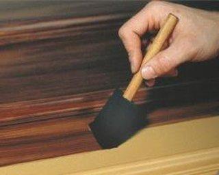 Vopsirea sau lacuirea usii din lemn