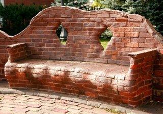 Banca de gradina zidita din caramida rosie