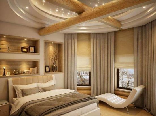 Tavan dormitor cu grinzi din lemn si lumini led