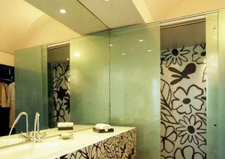 Tapet special pentru baie