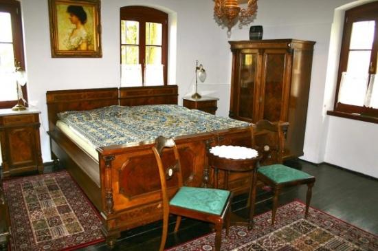 Dormitor secundar renovat si cu mobila reconditionata