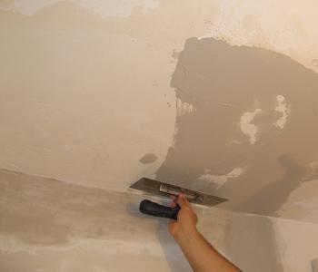 Aplicarea gletului pe tavan