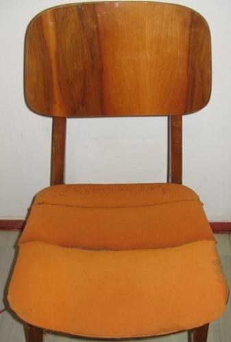 Burete vechi de sub tapiteria scaunului