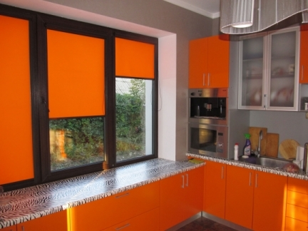 Rolete portocalii bucatarie