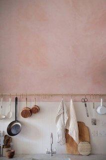 Bucatarie cu pereti culoarea cuartului