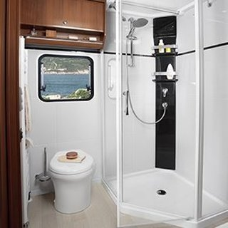 Cabina de dus si vas de toaleta in rulota