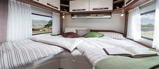 Dormitor cu pat in forma de L pentru acces rapid