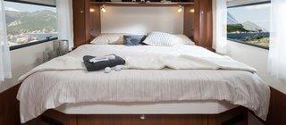 Dormitor cu pat matrimonial in rulota