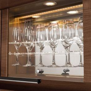 Vitrina pentru pahare de vin cu iluminare LED
