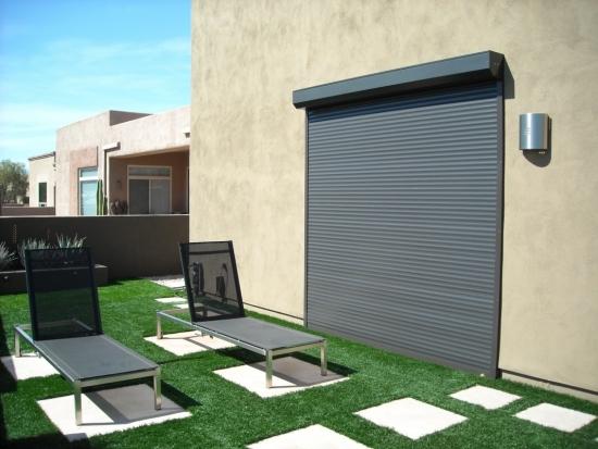Usa de terasa cu rulou exterior din PVC aplicat cu actionare automata si culoare gri