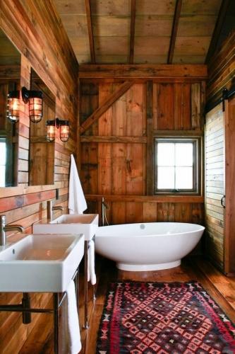 Aspect rustic in baie folosind numai lemn natural