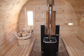 Interior sauna din lemn tip butoi