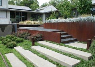 Combinatie de materiale diferite pentru scarile de gradina