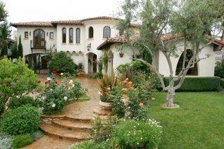 Terasa in fata casei placata cu piatra