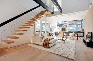 Scara cu trepte autoportante din lemn si balustrada  inox cu cabluri