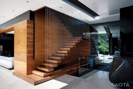 Scari din lemn cu bare metalice