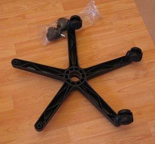 Montare rotile la scaun pentru birou