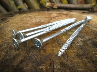 Suruburi speciale pentru fixare in lemn