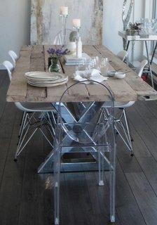 Masa cu scaune diferite