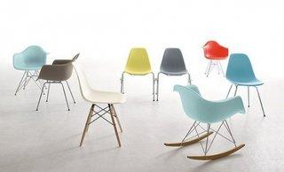 Scaune Eames colorate