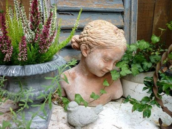 Decoratiune gradina statueta chip de fata si o pasare