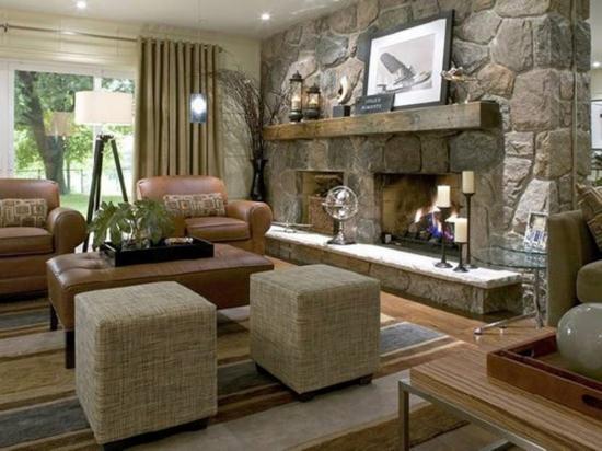Living cu design clasic traditional cu semineu lat placat cu piatra mare