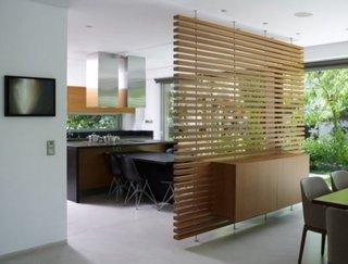 Room divider suspendat duin lemn