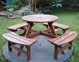 Masa cu scaune de gradina atasate model compact