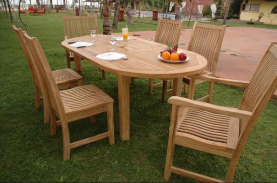 Masa ovala de gradina cu 6 scaune din lemn