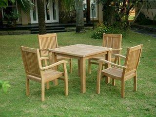 Model de masa mica patrata de gradina cu patru scaune