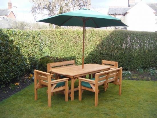Set de mobilier din lemn pentru gradina cu doua bancute si scaune cu umbrela