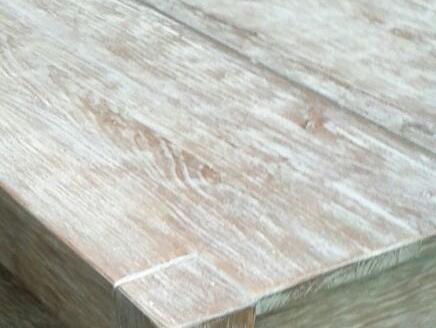 Finisaj antichizat pentru masa din lemn pentru gradina