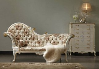Model clasic de sezlong pentru living combinatie de  lemn alb si tapiterie