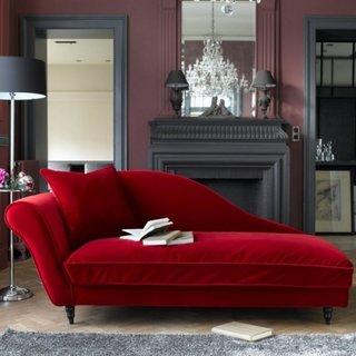 Scaun sezlong rosu cu perna decorativa