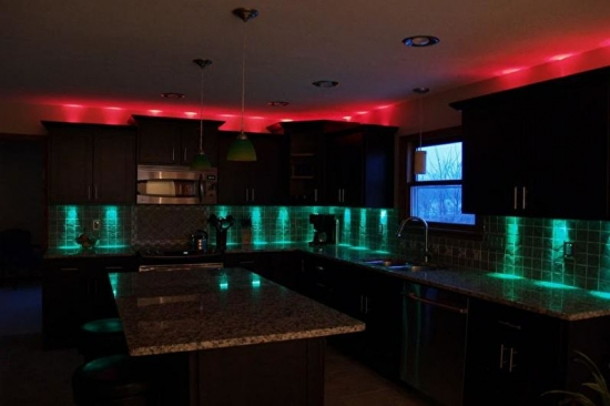 Lumini colorate bucatarie