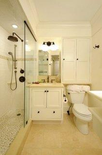 Dulapior de baie asezat deasupra vasului de toaleta
