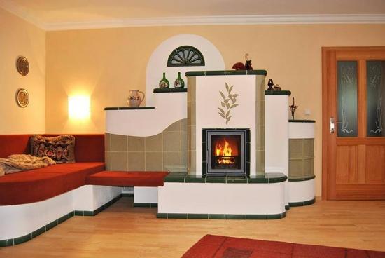 Soba din lut si teracota cu prelungire canapea