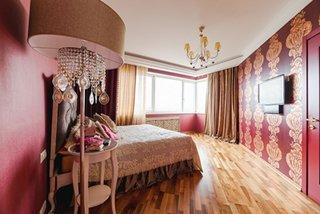 Tapet rosu in dormitor