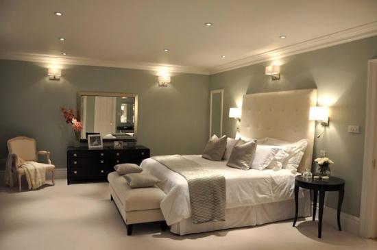 Dormitor spatios cu design elegant