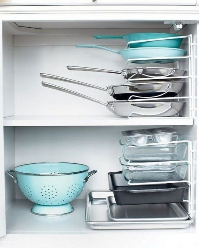Cum depozitam eficient tavile si tigaile in dulapurile din bucatare
