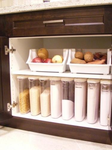 Dulapior de bucatarie cu recipiente pentru faina si paste
