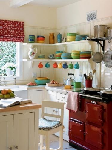 Solutii pentru depozitare intr-o bucatarie mica sau cum te descurci atunci cand nu ai suficiente dulapuri ?