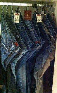 Depozitare pantaloni in dulap