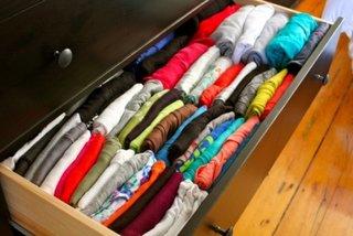 Depozitare tricouri in dulap