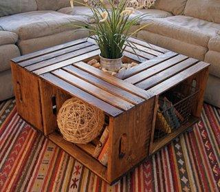 Masa cu spatii de depozitare din cutii de lemn
