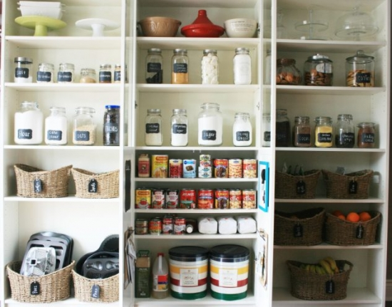Organizare eficienta ustensile si ingrediente