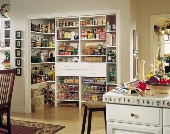 Rafturi alimente organizate
