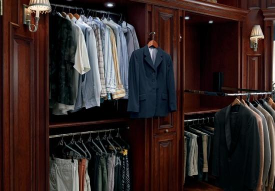 Depozitare haine in dressing