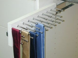 Suport culisant pentru cravate